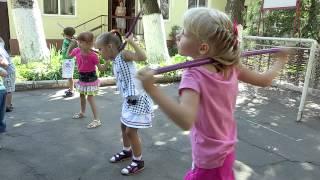 Утренняя зарядка для детей(Хорошие привычки нужно прививать с детства, и зарядка – одна из них. О пользе физических упражнений много..., 2015-07-23T15:16:57.000Z)