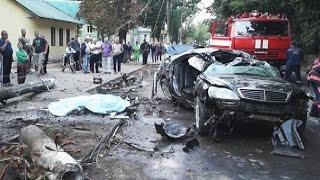 Смертельна аварія у Коломиї: автомобіль на великій швидкості трощив все на шляху(Сьогоднішній ранок у Коломиї розпочався трагічно. На вулиці Петлюри сталася дорожньо-транспортна пригода...., 2016-08-22T18:04:01.000Z)