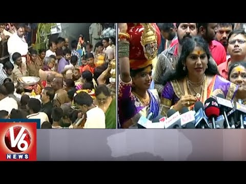 Jogini Shyamala About Lashkar Bonalu   Secunderabad Ujjaini Mahakali Temple   V6 News