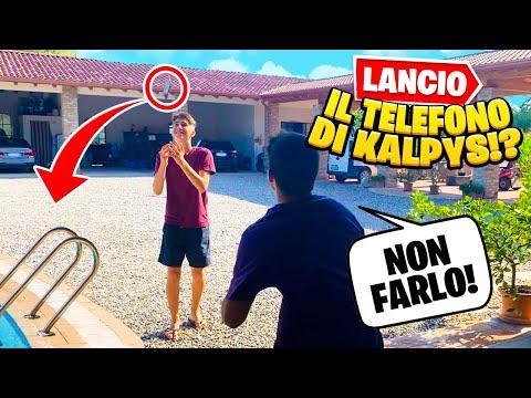 LANCIO IN PISCINA E ROMPO IL TELEFONO DI KALPYS MENTRE GIOCA A FORTNITE!!