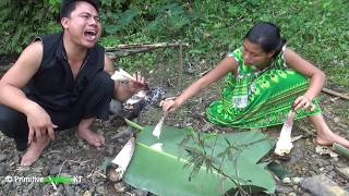 Primitive technology - Survival skills finding food meet bamboo shoots - Cooking eating delicious