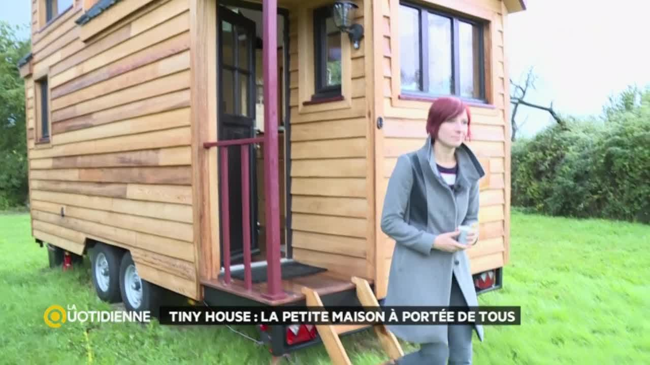 tiny house la petite maison port e de tous youtube. Black Bedroom Furniture Sets. Home Design Ideas