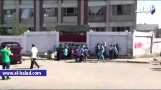 بالفيديو والصور.. طلاب يحاولون دخول المدرسة بعد الحصة الرابعة