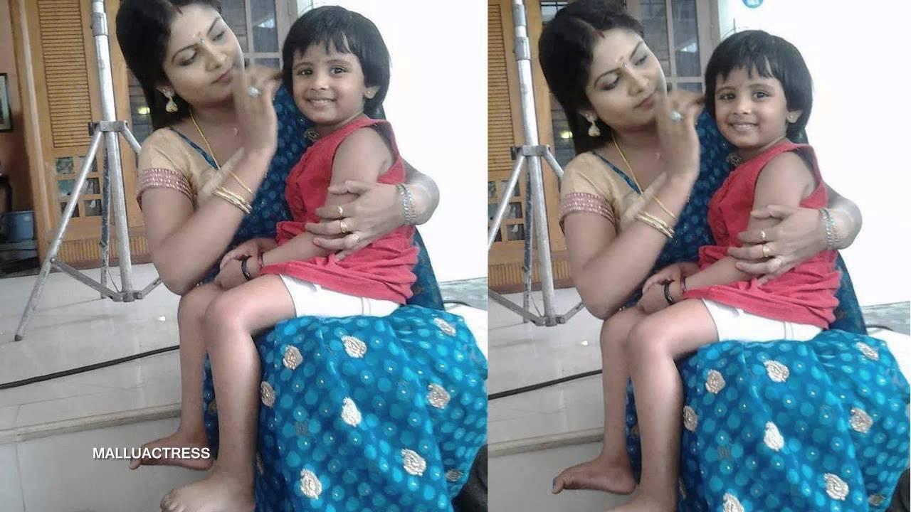 Gayathri Arun Parasparam Serial Actress Deepthi