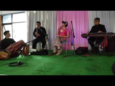 Islam & Di Langit Bandung Bulan Keur Mayung