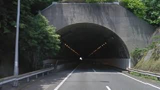 トンネル壁に接触し転倒し、右腕骨折と全身打撲・・・ おぎやはぎのツッ...