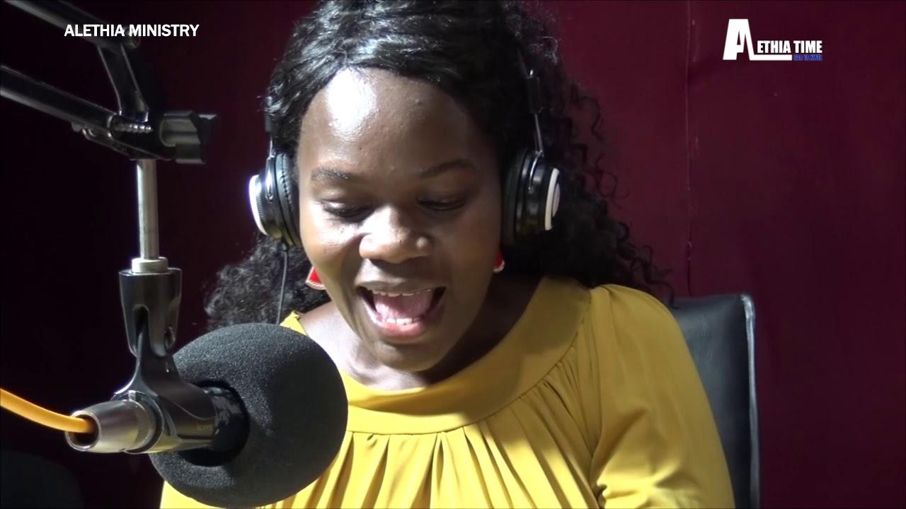 Download BISHOP FLORENCE NDAKI,JINA LA YESU LINA NGUVU SANA,LIHESHIMIWE NA LITAFANYA MAAJABU