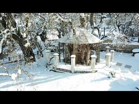 Το μοναδικό εκκλησάκι της Ελλάδας που βρίσκεται μέσα στο κοίλωμα (κουφάλα) ενός πλατάνου.