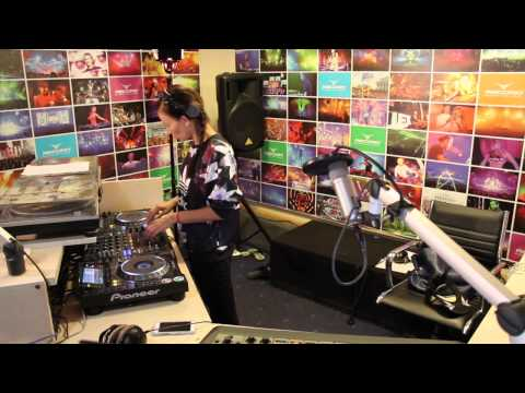 Lady Waks In Da Mix #329 (06-05-2015)