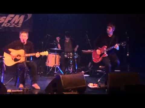2015-12-05 - Noel Gallagher & Gem Archer live Talk Tonight (short clip)