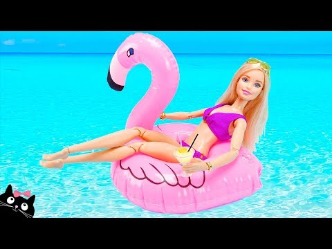 Barbie and her Sisters are on Vacation and bathe in the Beach Pool - Cat Juguetes Toys
