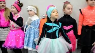 Новогодний ПРАЗДНИК на ЛЬДУ * Фигурное катание дети
