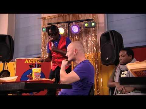 De Dino Show 2013 - FC Kip Karaoke Blooper  Mama Mia (Seizoen 4)