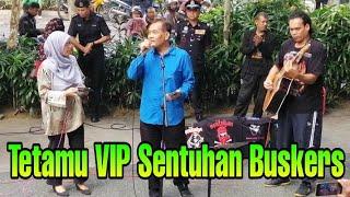 Disebabkan lagu ni berdialog Dato Azman panggil pasangan duetnya Dato Asmah Laili utk join bersama MP3