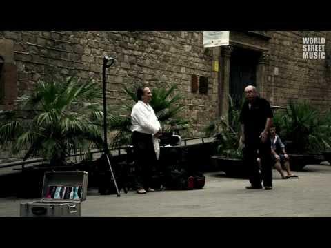 Street Opera Singer in Barcelona (HD)
