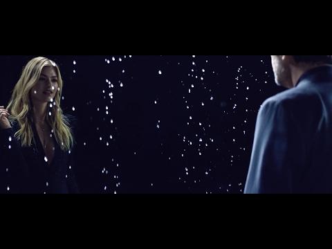 Blake Shelton vídeo musical utilizando un flash Unilux LED2000 para efectos de agua