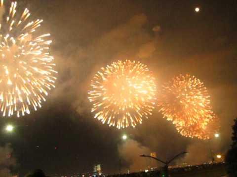 Happy 241st #America ! Love, @macys #Manhattan #Fireworks Starburst by Peachy Deegan