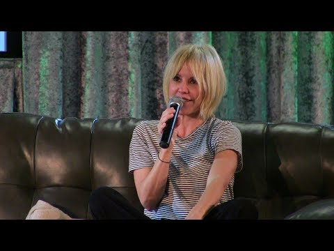 Emma Caulfield answers a  question at London Comic Con 2017