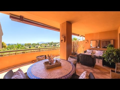 Luxury beachside penthouse with sea views in Bahia de Marbella