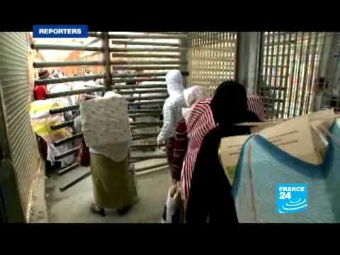 """FRANCE 24 Reporters - REPORTERS - Les """"femmes-mulets"""" de Ceuta"""