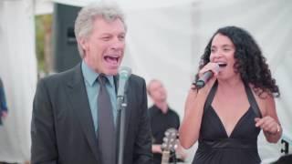 Jon Bon Jovi canta Living on a Prayer em
