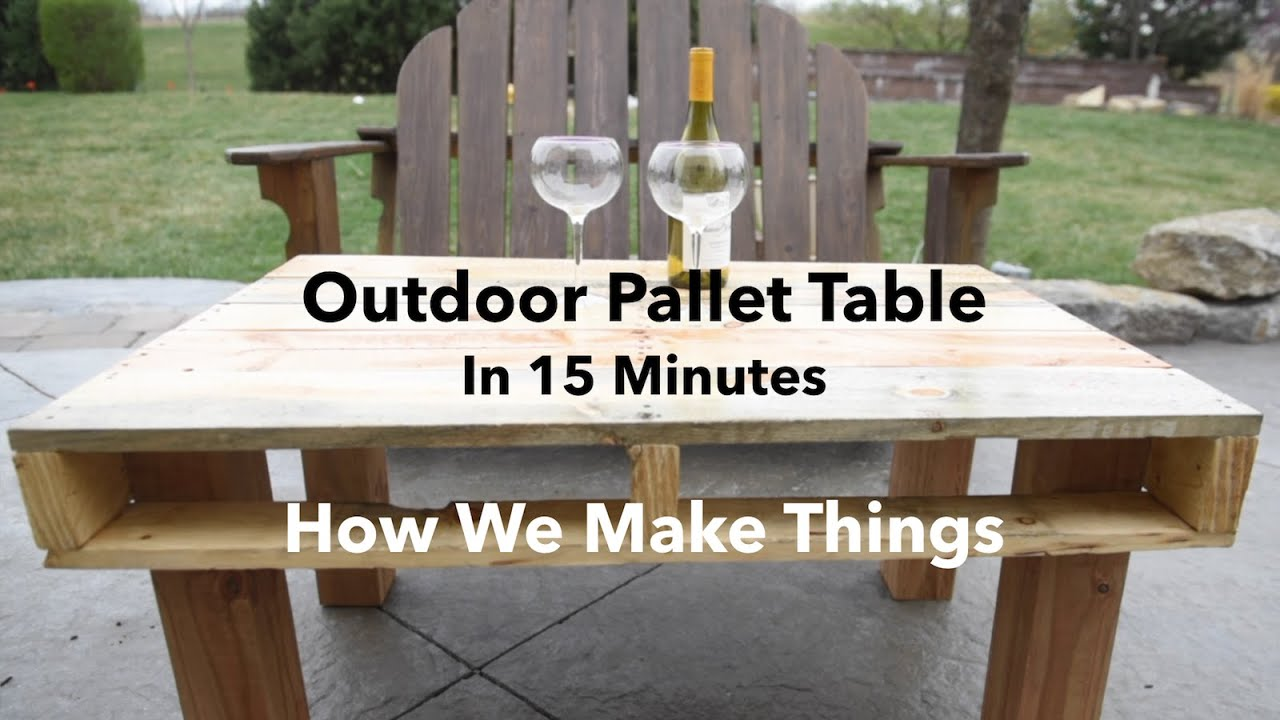 Beau How To Make An Outdoor Pallet Table In 15 Minutes //DIY   YouTube