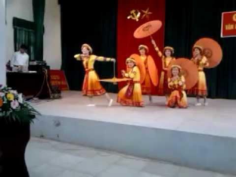 múa Xuân về trên bản mông trường tiểu học Tòng Bạt