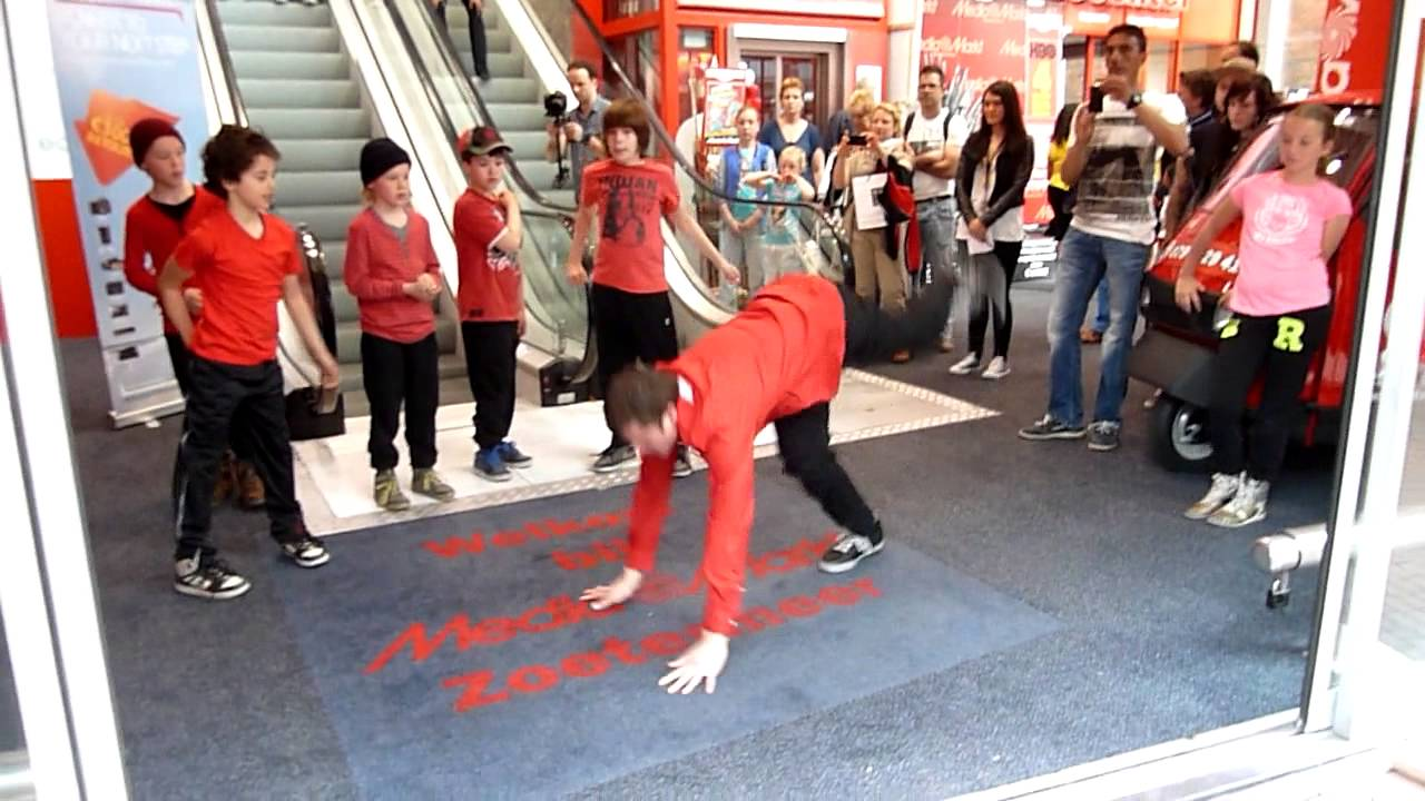 Begin Flashmob Media Markt Zoetermeer 05 05 2013 Door Dansstudio