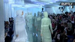 Показ модной коллекции дочери Кадырова в парке «Зарядье»