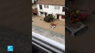 السكان يتفقدون خسائرهم بعد انحسار مياه الفيضانات في جنوب فرنسا