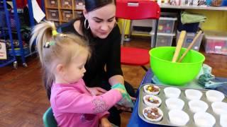 Vlog. Эльвира в детской группе делает кексы и открытку на Пасху.