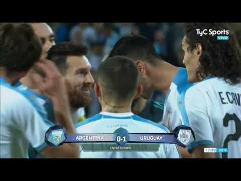 El cruce picante entre Messi y Cavani: Vamos a pelear afuera