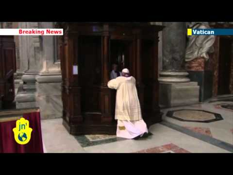 Pope Francis goes to confession in public: Catholic leader confesses to ordinary priest