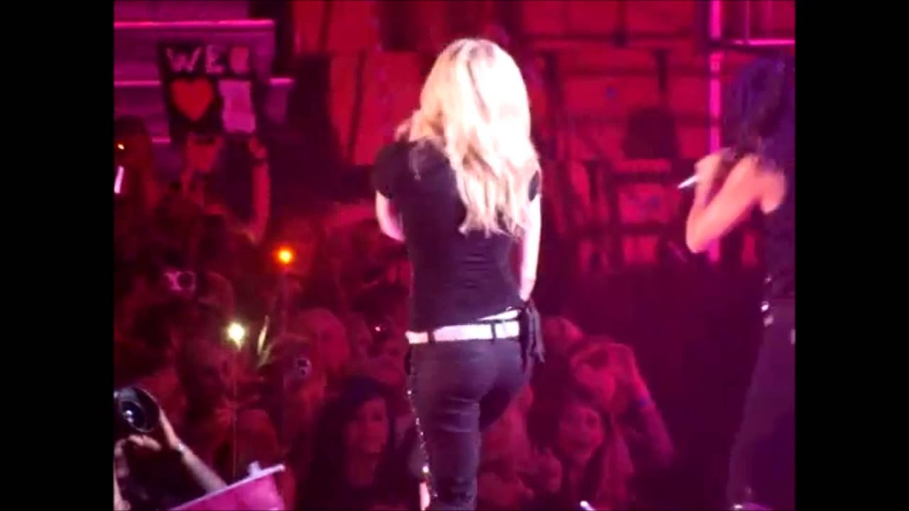 avril-lavigne-ass-pictures