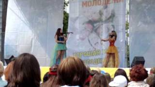 День молодежи в Тюмени - Дуэт электроскрипки(В городе Тюмени прошла концертно-развлекательная программа на День молодежи. Выступление дуэта электроскр..., 2009-07-04T08:33:15.000Z)