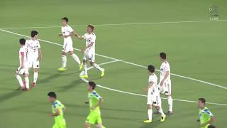 CKのチャンスからゴール前に折り返されたボールを梅崎 司(湘南)が押し...