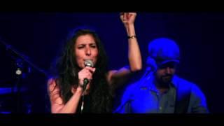 """Nadia Stein Synger News - """"1000 Kys"""" live i Viften"""