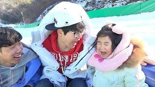 Boram e pai se divertem no playground