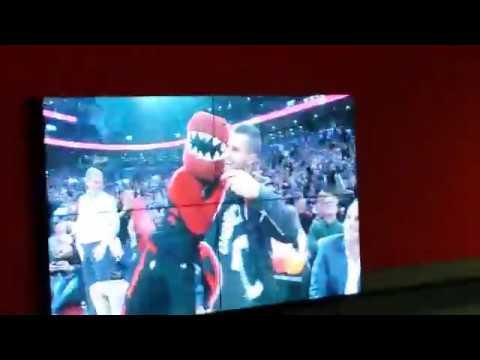 Sebastian Giovinco honoured at Toronto Raptors game