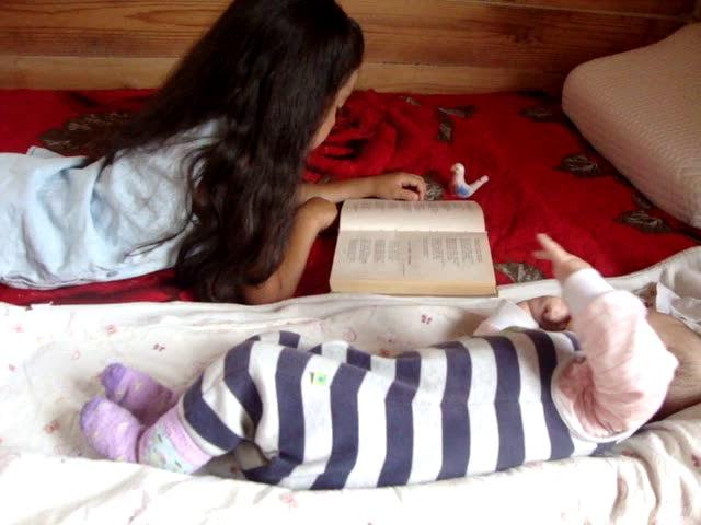 Изображение предпросмотра прочтения – АлимаТелявгулова читает произведение «Прилетай» (Карим Мустай)