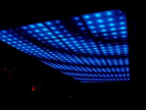 PRIMER TECHO DE LEDS de la Argentina en una pista de baile - YouTube