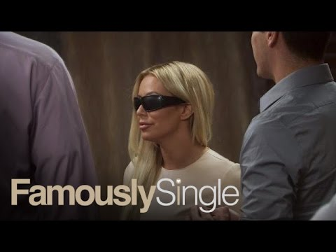 Famously Single Cast Parties it Up at Blind Date Mixer | E!