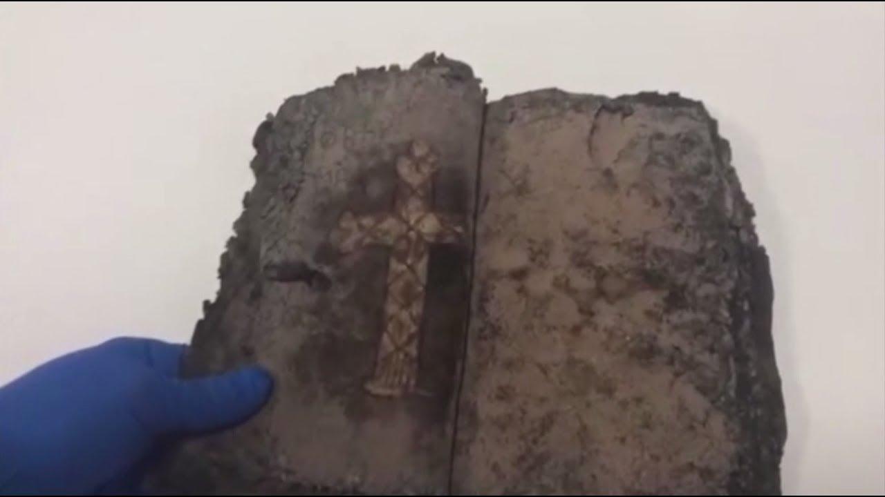 В турецком обувном магазине в ходе рейда обнаружили 1200-летнюю Библию