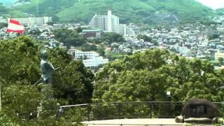 長崎市内が一望できる、風頭公園にある坂本龍馬像です。 船が長崎の港内...