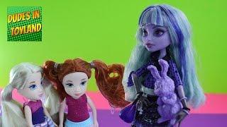 Monster High doll videos - 13 Wishes Twyla + Moxie Girlz Friendz