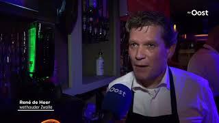 Burgemeester Zwolle staat avond achter de tap van studentencafé