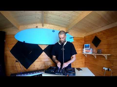 melodic house mix! happy fridaaaaaaaaaaaaaaaaaaaay!! :)