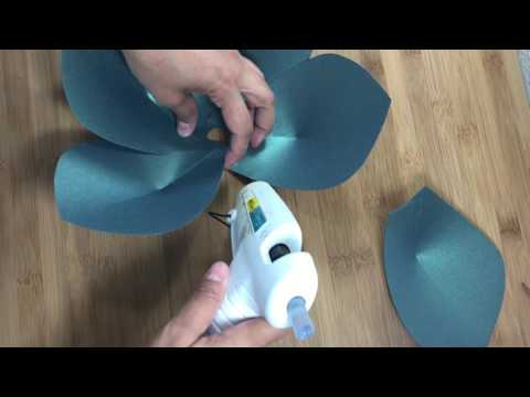 Giant Paper Flower tutorial, Cricut flower center, Giant paper flower instructions, DIY paper flower