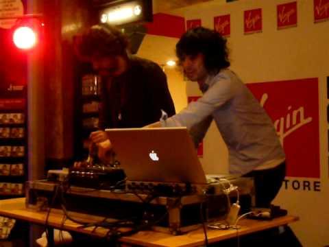 Justice @ Paris, Virgin Megastore - 23.11.2008 (1)