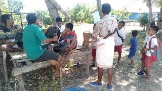 Tarian penyambutan daerah Mamboro